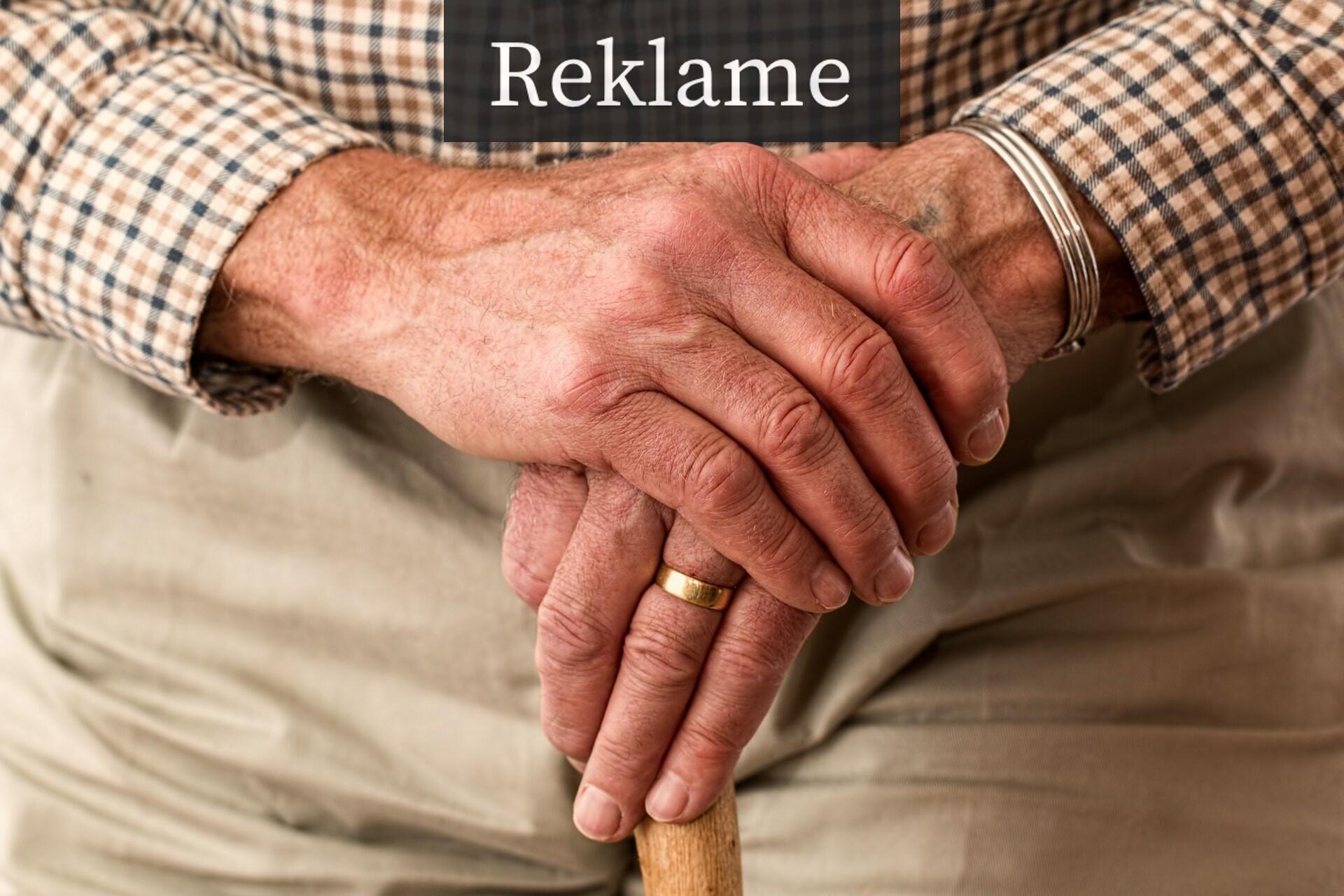 Ældre mand med stok